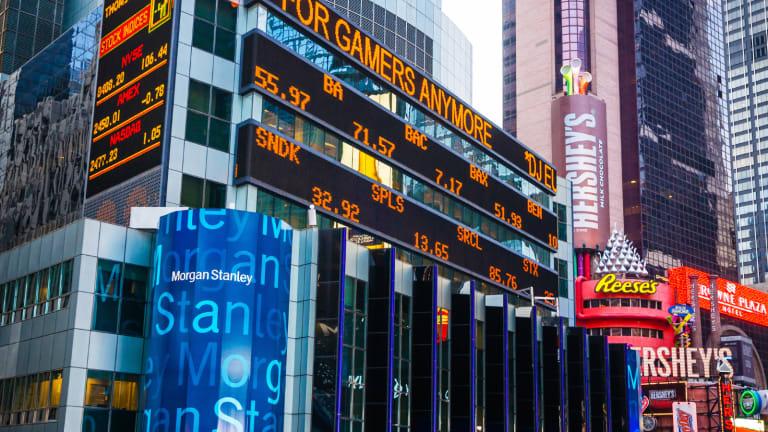 Nasdaq Pares Losses as Markets Continue Post-Christmas Dip