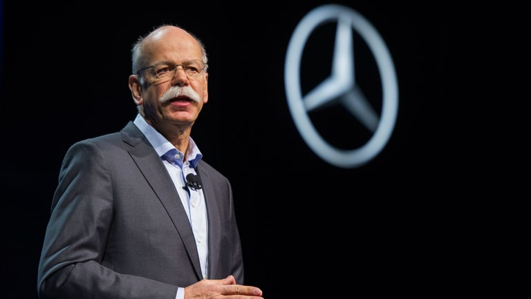 Daimler Slumps After Profit Warning Cites 'Import Tariffs' in US-China Trade War