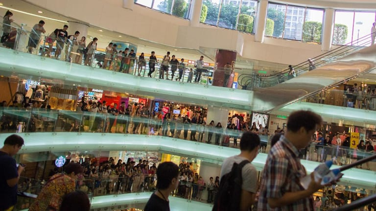 Black Friday Breaks Records for Sales, Technology