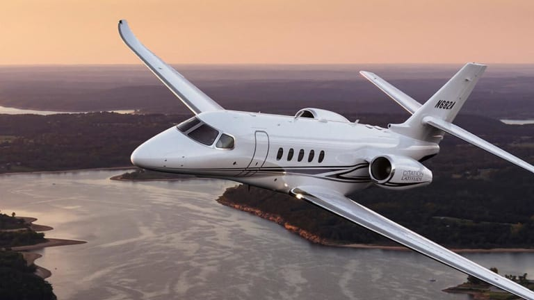 Textron Hits Turbulence After Tweaking Outlook, Cutting Cash-Flow Estimate