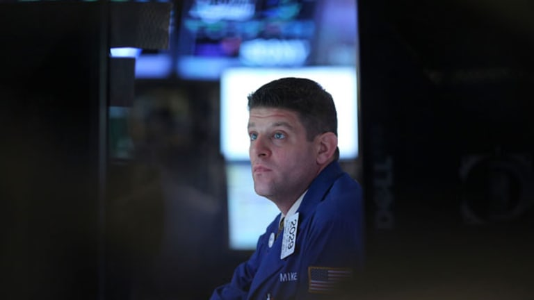 Stocks Pare Losses, End Flat for the Day