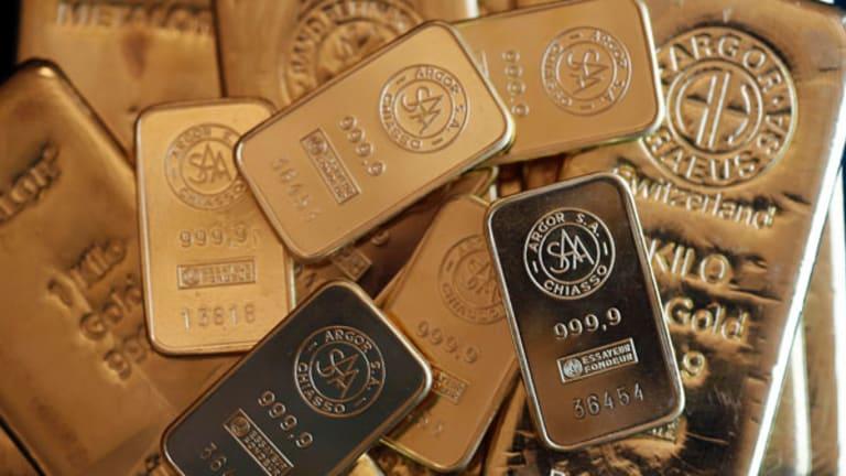 Gold Prices Dip Ahead of Economic Data Glut (Update 1)