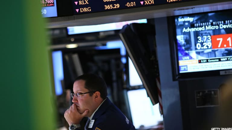 Stocks Hold Gains as Strong Data Offsets HP