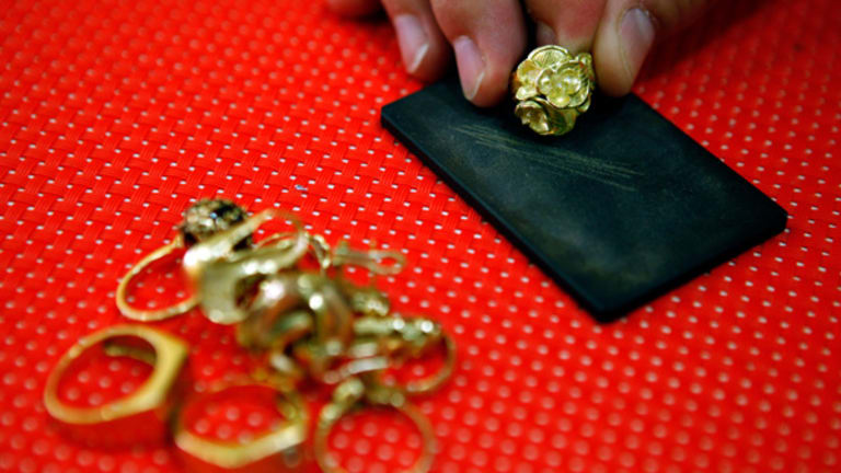 Gold Prices Climb on Global Tensions (Update 2)
