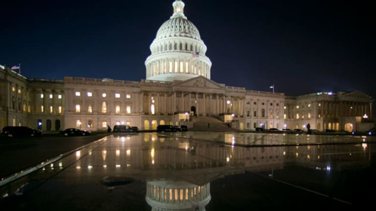 CBO Says Minimum Wage Hike Reduces Employment, Raises Wages; White House Defends $10.10 Option