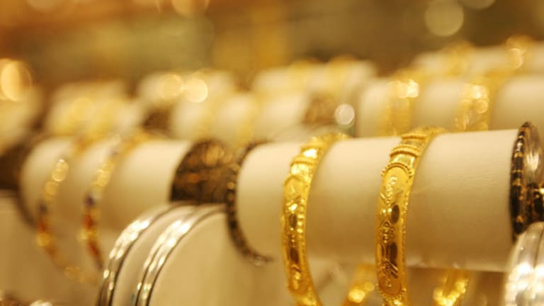 Gold Prices Fall on Bernanke Fiscal Cliff Warnings (Update 1)