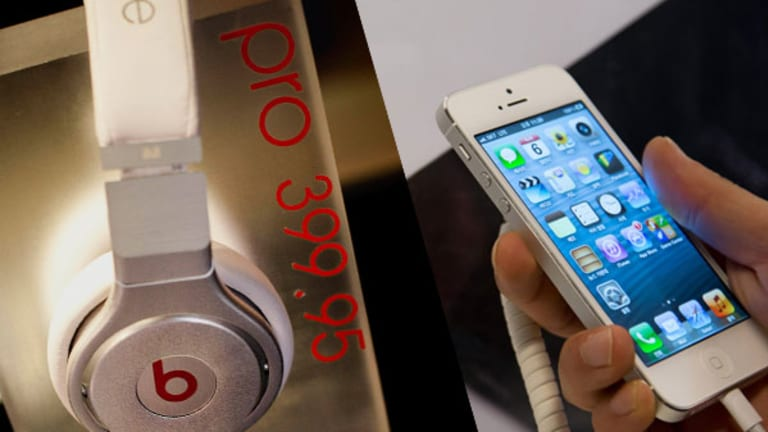 Tim Cook Is a Stinking Genius If Apple Buys Beats