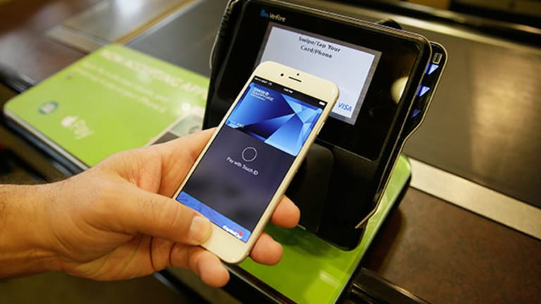 Apple Pay Adopters Can't Give Their Money Away, Even Though Retailers Want It