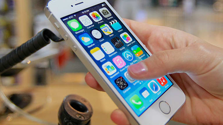 iPhone 6 Coming At Right Time As World Moves to Large Smartphones