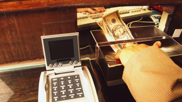 Bank Branches Still Lure Consumers, Despite Alternatives