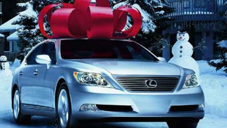 6 Luxury Car Brands Gifting Buyers a Holiday Discount