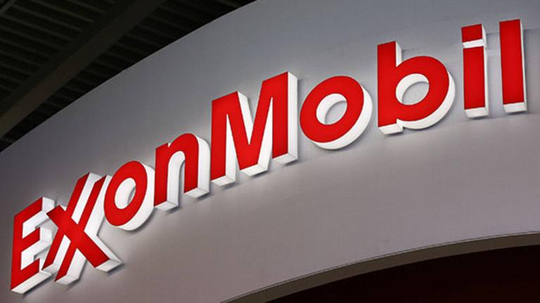 Exxon Mobil Beats Estimates Despite Slump in Oil Prices