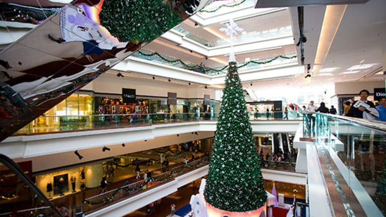 Why Holiday Shopping Can Drop Your Credit Score Quickly