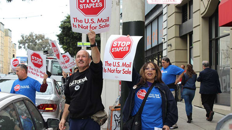 Union: Let Post Office Sell Financial Services and Staff Staples Postal Outlets