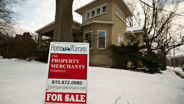 Should You Pull Your House Off the Market Till Spring?