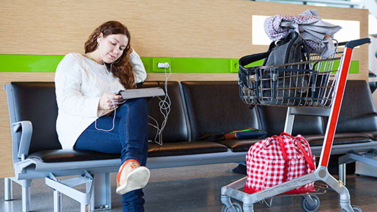 5 Holiday Travel Tips to Take Care of Before You Board a Plane