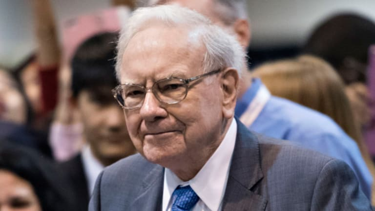 A Wealthier Warren Buffett Says Sour Politicos Are 'Dead Wrong' on Economy