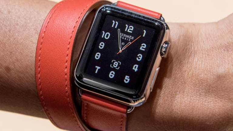 Wireless Carriers Offer Deals to Connect Apple Watch 3 to Their Networks