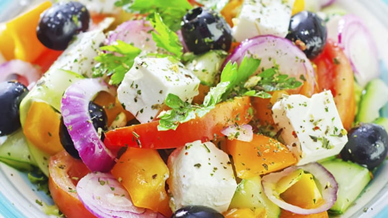The Right Path to a New, Thinner You in 2015: The Paleo vs. Mediterranean Diet