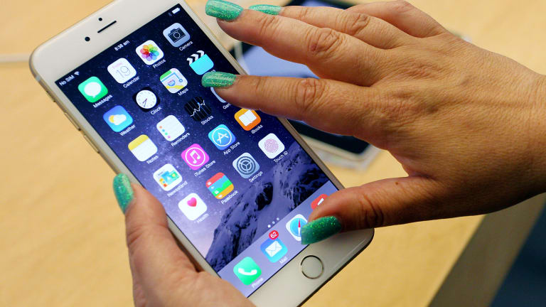 Apple's Likely Move to New Screens for Its iPhones Should Help These Three Companies