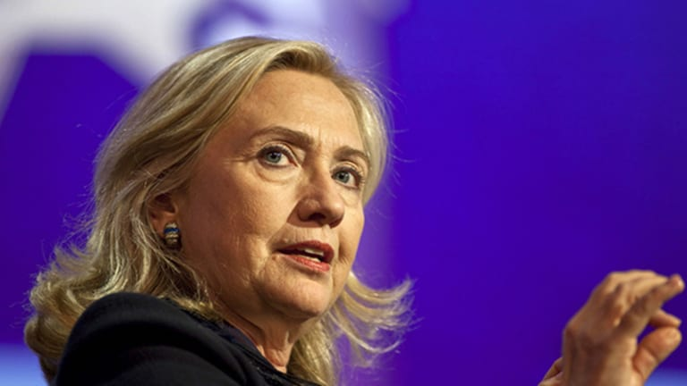 Clinton Attacks Activist Funds, Calls for 6-Year Holding Period for Long-Term Capital Gains