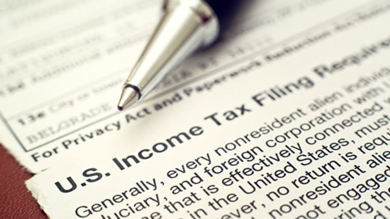 The Difference Between a 1099 and a W-2 Tax Form