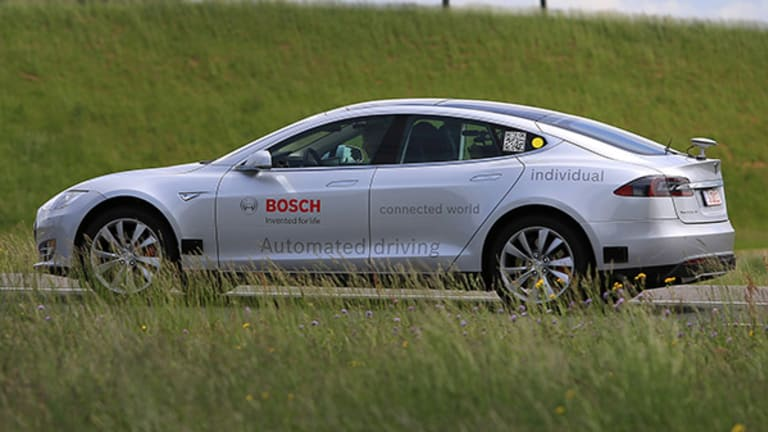 Tesla Tanks After Consumer Reports Cites Model S Reliability Issues -- Tech Roundup