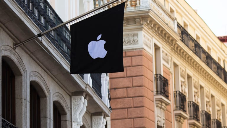 Apple (AAPL) Stock Plunges, Analysts Bearish Amid First-Ever Drop in iPhone Sales