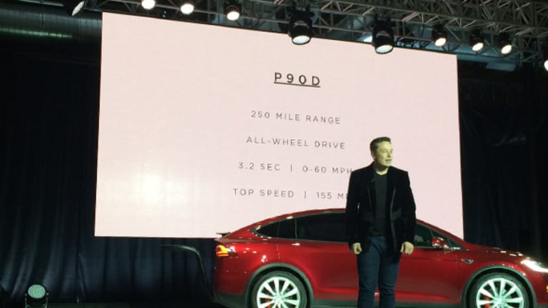 Tesla Stalls Amid More Concerns on Model X -- Tech Roundup