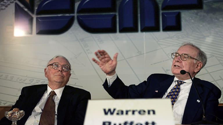 Buffett, Munger, Gates Tackle Hot Topics From Public Schools to End-of-Life Care
