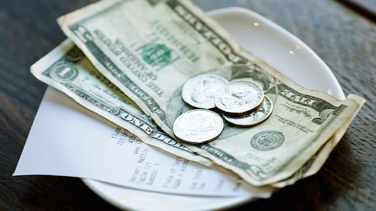 How Much Should I Tip?: An Essential Guide to Giving Out Gratuities