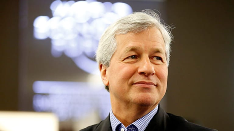 Why Apple and Jamie Dimon Have Faith in Abenomics