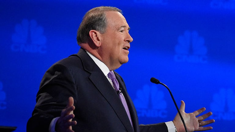 Pastor Huckabee Offers Trump Blessing Over Clinton at #GOPDebate
