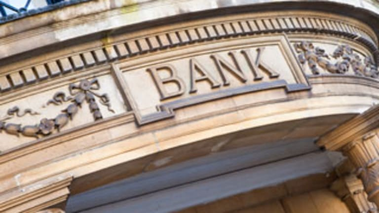 3 Growing Bank Stocks for Black Friday