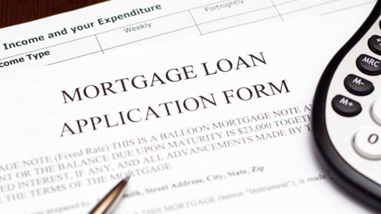 Refinance Applications Drop, Purchase Applications Rise: Survey