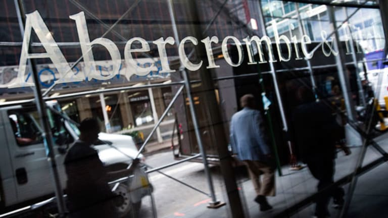 Abercrombie Plunges Amid Disappointing Earnings, Lowers Guidance