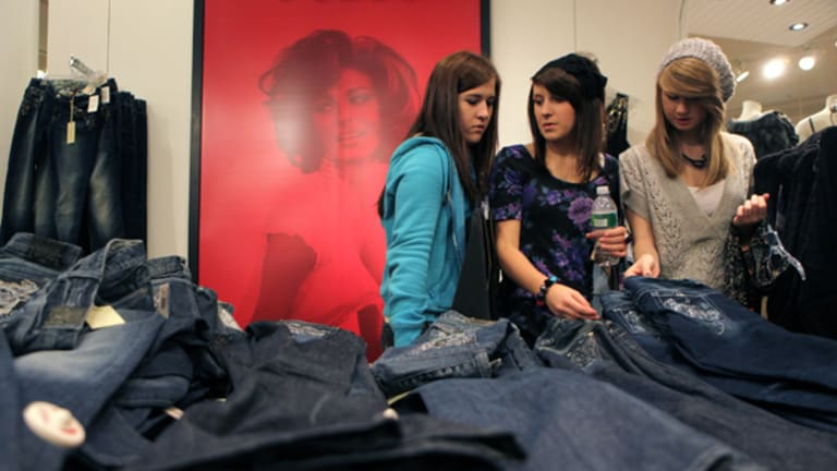 Teen Retailers Continue to Struggle With Online Shopping