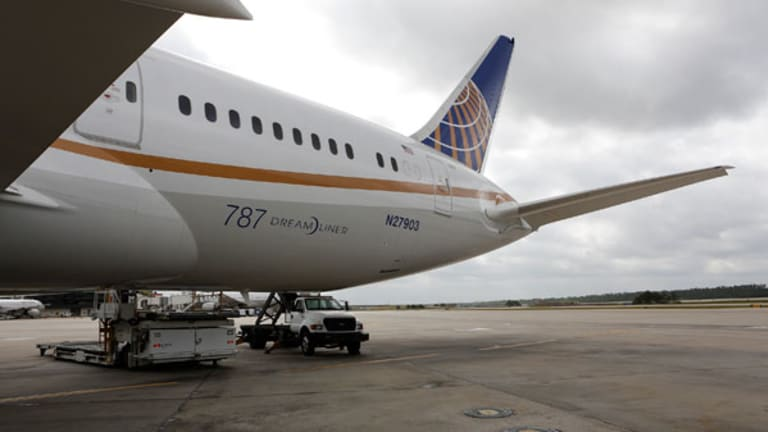 United Should Close Dulles Hub, Analyst Says, as He Cuts Rating