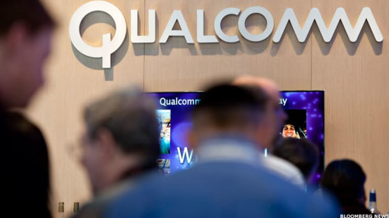 Qualcomm Drops Sharply on Weak Guidance