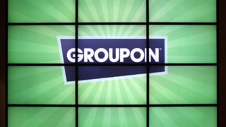 Groupon Sinks as Cash Flows Plunge