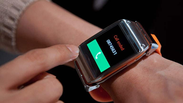 Bad News for Google on Adoption of 'Wearables,' but Apple Could Profit