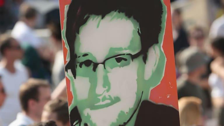 Manning, Snowden: World Weighs Treason vs. Nobel Prize
