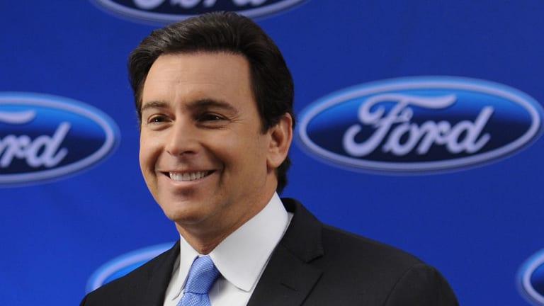 Warren Buffett Says Ford's CEO Fields Doing 'Outstanding Job'