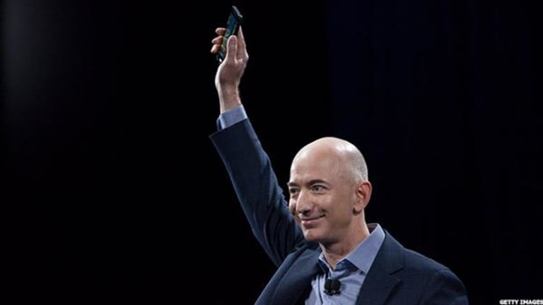 Amazon's Jeff Bezos Has the Biggest Biceps in Silicon Valley, This Photo Blowing Up Twitter Shows