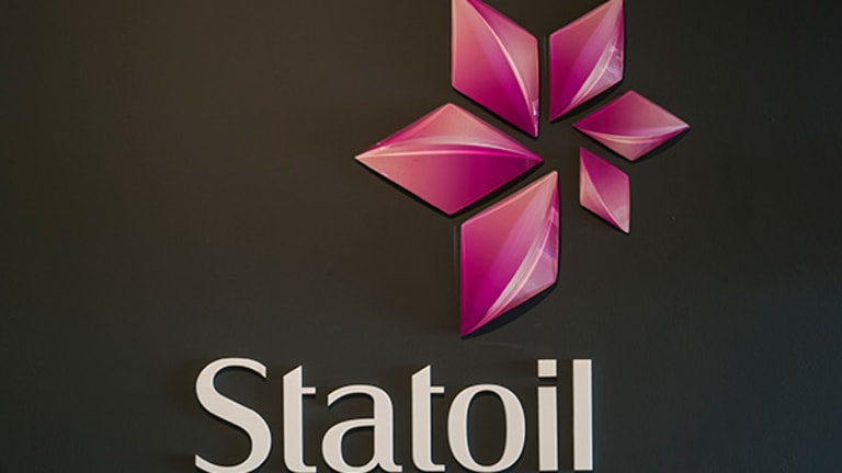 Statoil in the Red on Weaker Oil Prices, Cuts Spending
