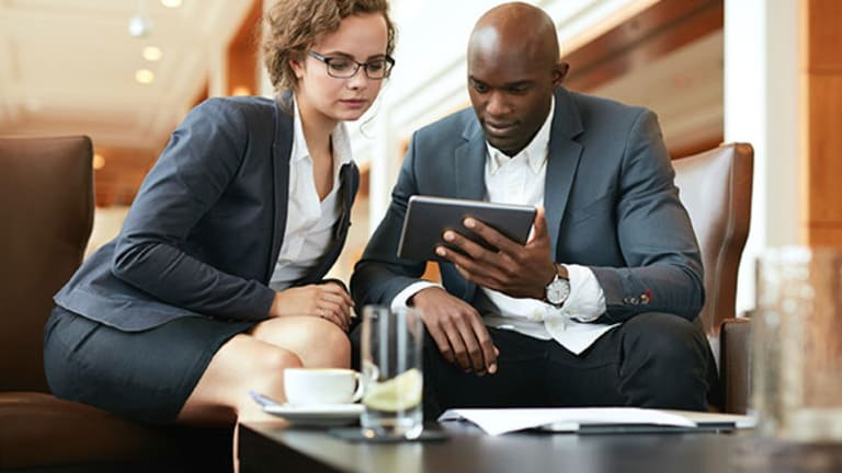 Business Travelers Should Use Mobile Hotspots at Conferences, Hotels for More Secure Access