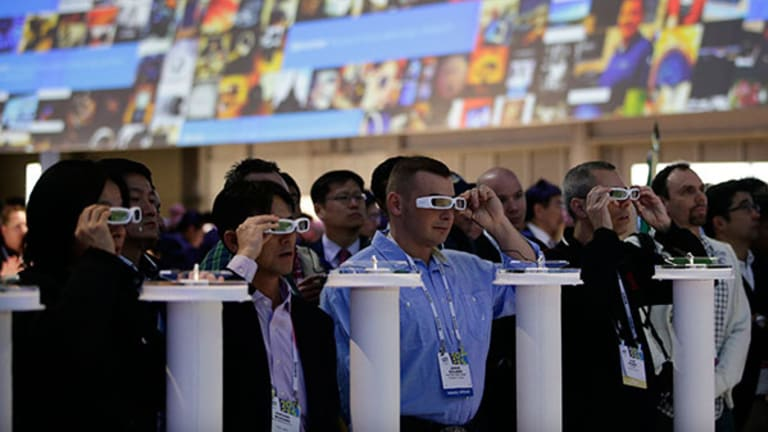 Here's Why This Stock May Crash Through the Smart Glasses Ceiling