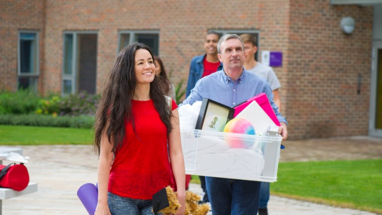 9 Tips That Will Help College Freshmen Save Money