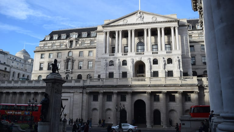 Bank of England Holds Rates Steady, Cautions on Inflation