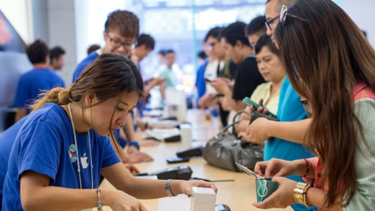 Apple Supplier Avago Is Poised to Outperform Again as Mobile Keeps Booming